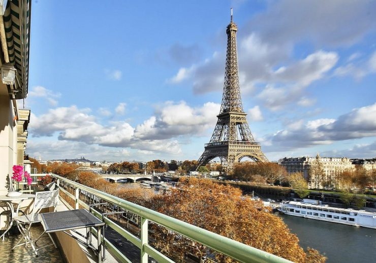 Amazing view Eiffel Tower Paris (Booking.com)