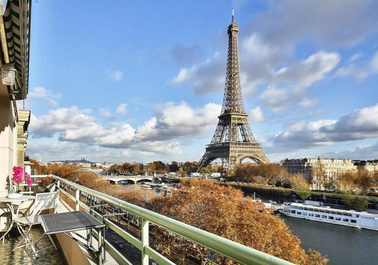 Amazing view Eiffel Tower Paris (Booking.com)