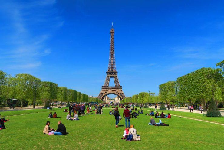 Champ de Mars Paris, beautiful park near the Eiffel Tower (X Days In Y)