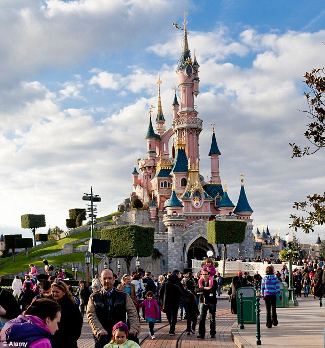 Disneyland Paris is suitable for tourism with children (Ethipgrio)