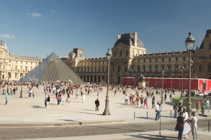 Louvre Paris Museum, the world's largest museum (epiphany of jouney)