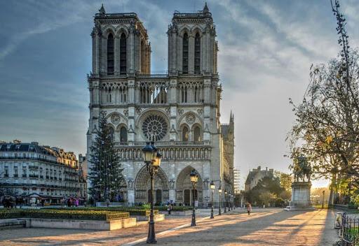 Notre Dame de Paris, famous Catholic cathedral (wisata eropa)
