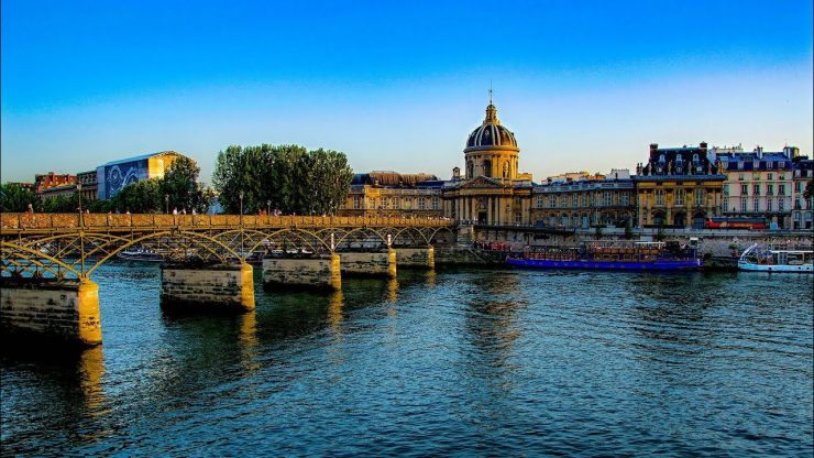 Pont des Arts Paris, beautiful bridge of the Seine (Youtube)