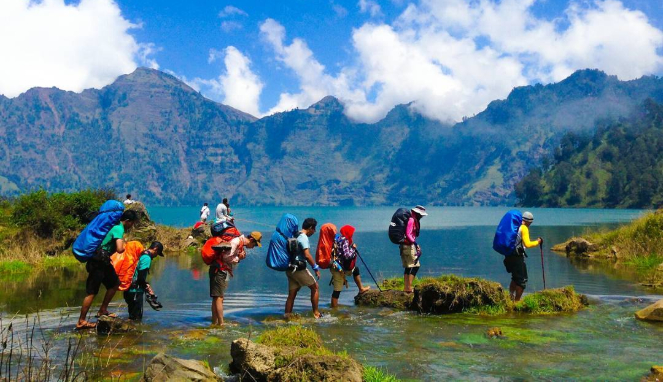 Lombok Holiday Attractions- Lake Segara Anak