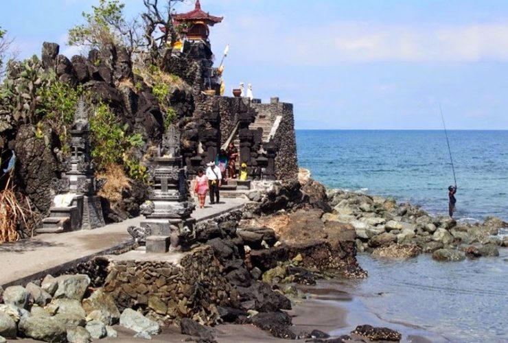Lombok Holiday Attractions- Pura Batu Bolong