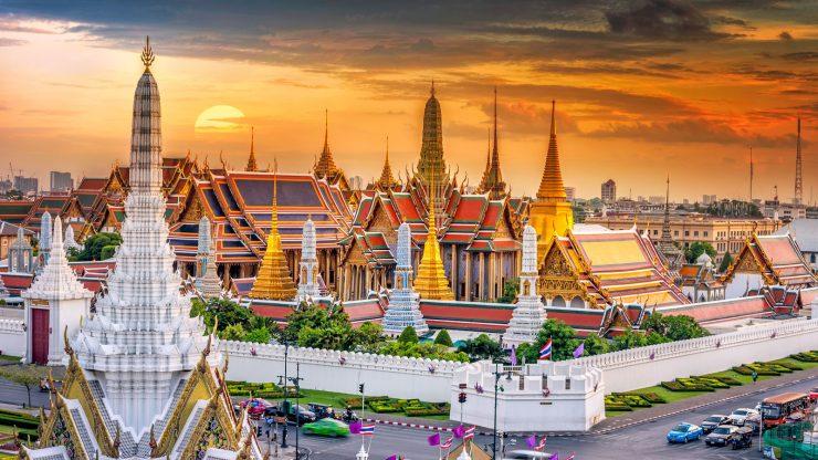 The tourist site of Bangkok's Grand Royal Palace (Travel.tribunnews.com)
