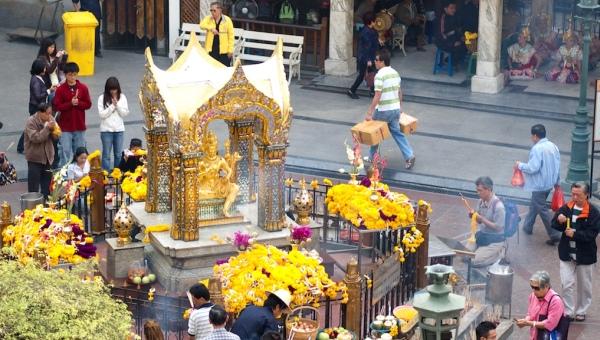 Visit to Bangkok's four-sided Buddha (HolidayGoGoGo)