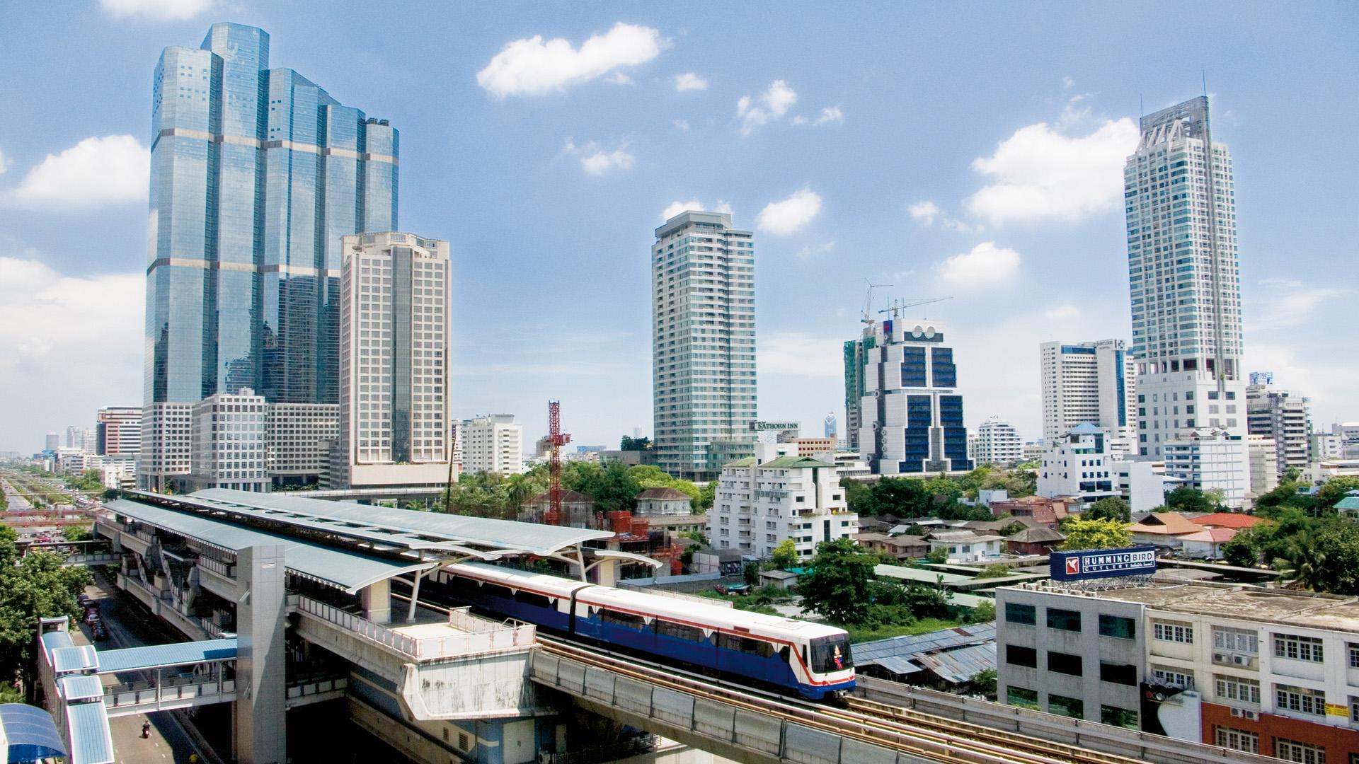 Bangkok-Skytrain-Traveling