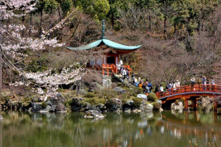 Daigo-ji Temple and a Sakura Festival at Spring