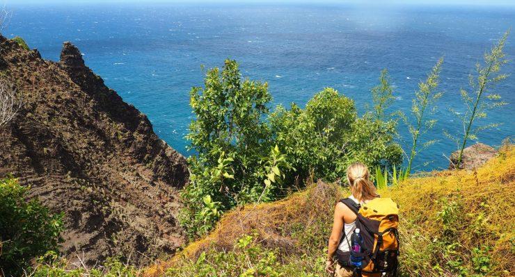 Kalalau-trail-along-the-Nā-Pali-coas
