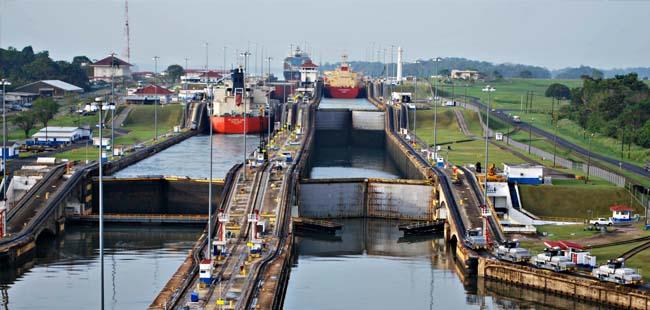 Panama canal locks (Thepanamatoursite.com)