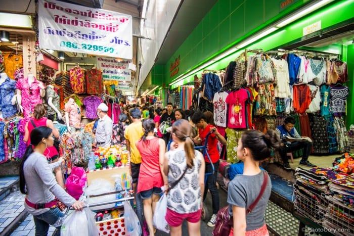 Pratunam Market Bangkok Thailand (madmonkeyhostels.com)