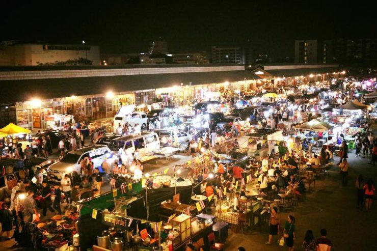 Ratchada Rot Fai Train Night Market Bangkok Thailand (Expique)