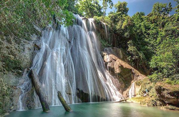 Refreshing air conditioning - Batanta waterfalls