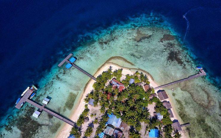 Tourist village and dive location - Arborek Village (@dudisugandi)