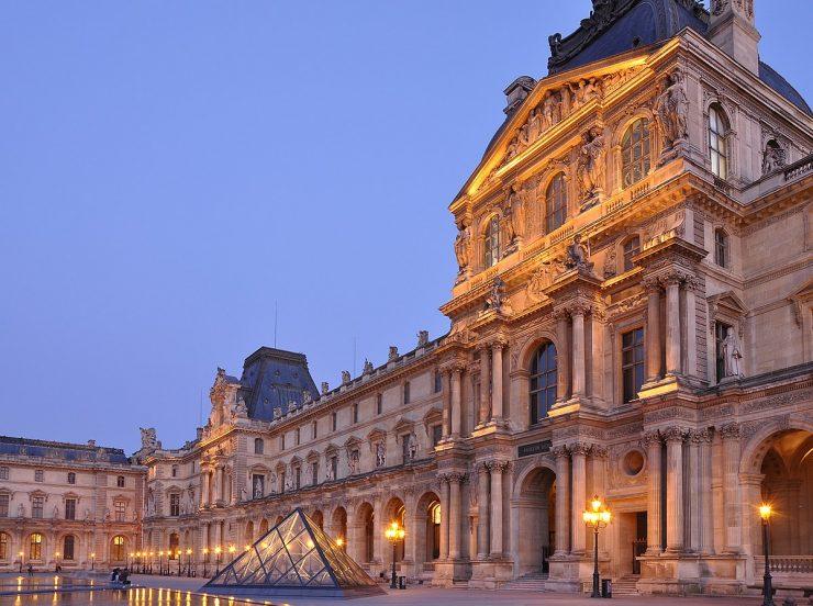 Cour_Napoléon_du_Palais_du_Louvre