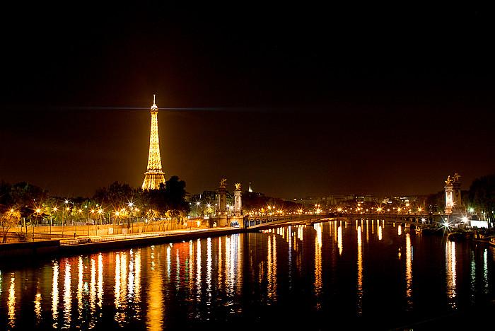 Eiffel tower paris light show
