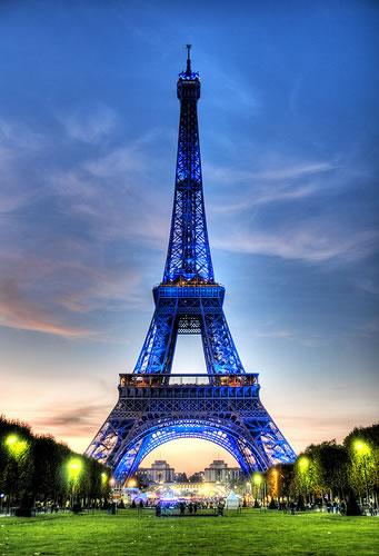 Paris eiffel tower light show times