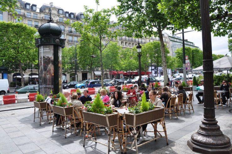 Cafe on Champs-Élysées Paris (Pinterest)