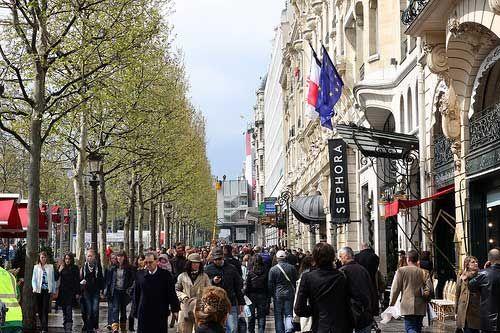Champs-Élysées Stores Shopping Paris (Pinterest)