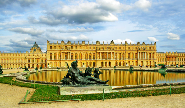 Chateau de Versailles Paris France (MAkeMyTrip)