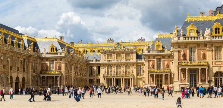 Front of Versailles Palace Paris (VIVIParigi)