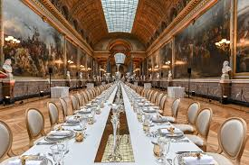 Majestic dinner at the Palace of Versailles in the Gallery (Vincent Krieger)
